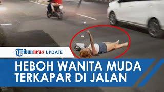 POPULER Bikin Heboh, Seorang Wanita Muda Tiduran di Jalan Pasar Minggu Sembari Meronta