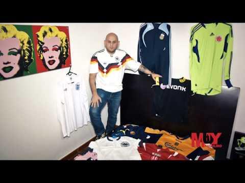 Coleccionista camisetas del Mundial, en Muy Masculino.