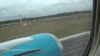 preview picture of video 'Cruise over atlantic ocean,decent and landing in cuba holguin airport with firstchoice airways'