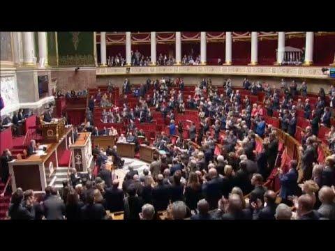 Κόντρα στη γαλλική Εθνοσυνέλευση για τα μέτρα Μακρόν