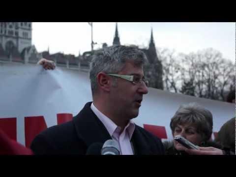 Molinót feszítettek ki a Parlament elé az éhségmenet aktivistái
