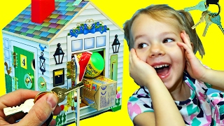 SURPRISE DOLLHOUSE Melissa & Doug Wooden Play House with Fun Keys Open Doors Kids Toy DisneyCarToys
