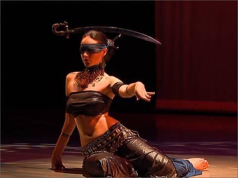 קטע מתוך מופע הבמה של רקדנית הבטן אירינה אקולנקו