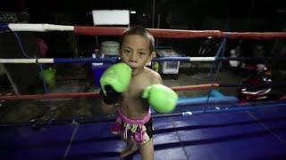 Dziecięcy bokser Muay Thai wyrywa się z biedy
