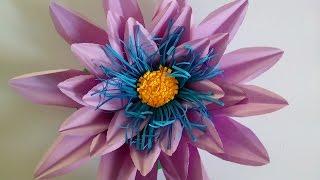 Бумажный цветок из цветной бумаги.