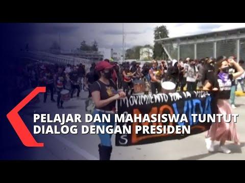 polisi sempat bentrok dengan massa saat aksi protes pelajar dan mahasiswa di bogota