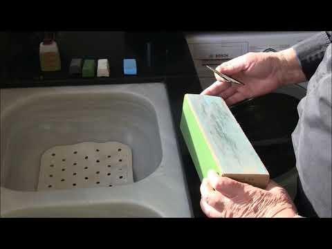 Aplicación de pasta de pulir sólida sobre un asentador