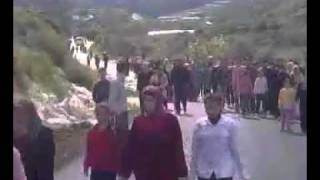 preview picture of video 'Siria, Baniyas, Al Baiyda, Mujeres y Niños Reclamando Libertad de Padres e Hijos,13/04/2011'