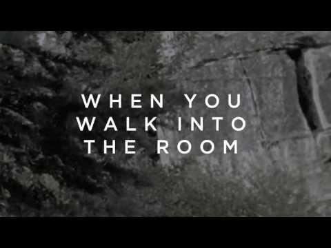 Música When You Walk Into The Room