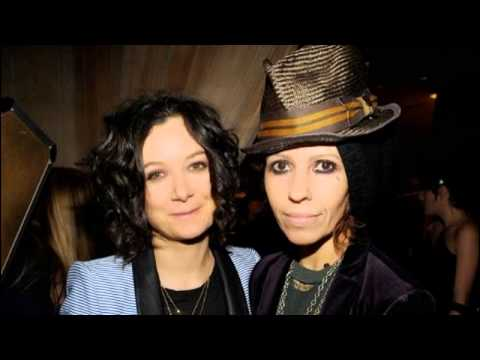 'Roseanne' Star Sara Gilbert Marries Linda Perry