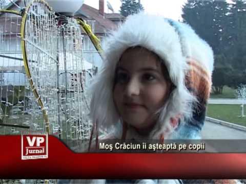 Moş Crăciun îi aşteaptă pe copii
