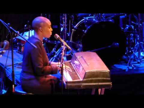 """""""Let Me Fall"""" live by Laura Mvula at Bowery Ballroom 5.20.13 Presented by According2g.com"""