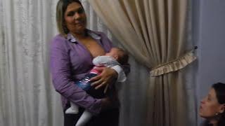 Dando Mama Para A Sobrinha-neta