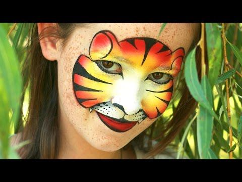 Le masque pour la peau sèche pendant les siècles des oeil