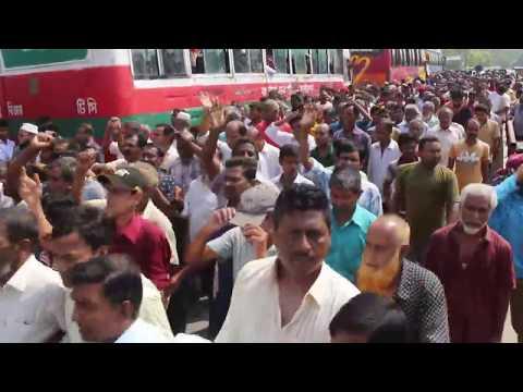রাজশাহী পাটকল বন্ধ করে শ্রমিকদের সড়ক অবরোধ