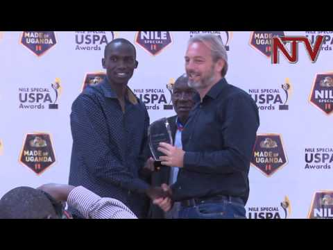 Joshua Cheptegei given his USPA award