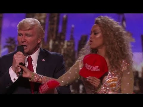 Watch Donald Trump Losing the Vote and Grabbing Tyra Banks HOT Mic | America's Got Talent 2017 (видео)