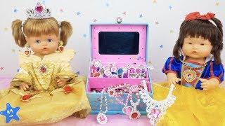 Ani y Ona estrenan JOYAS y DISFRACES de la Bella y Blancanieves