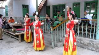 ウイグル民族の踊り