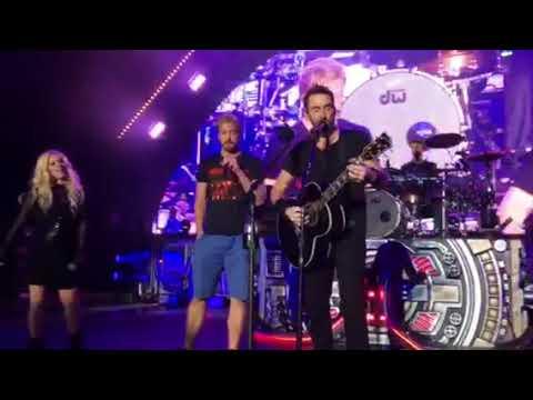 Nickelback Rockstar with Avril Lavine at The Greek