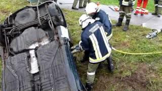 preview picture of video 'FuB Übung Pfarrkirchen 2010 - KFZ1'