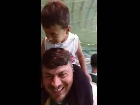 Filho surpreende pai palmeirense com um 'Vai, Corinthians' em pleno Allianz Parque