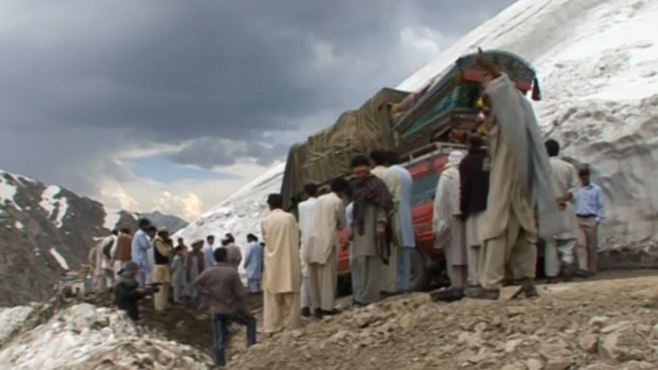 La Loweri pass, route de tous les dangers au Pakistan