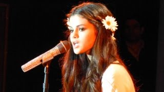 """Selena Gomez covers Britney Spears """"Hit Me Baby One More Time"""" @ Best Buy Theater NYC"""