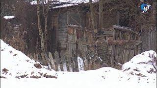 Обитатели частного сектора на Хутынской до сих пор живут в хижинах и не могут построить новое жилье