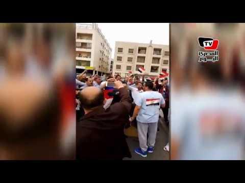 لليوم الثاني.. المصريون في دبي يهتفون من أمام اللجان الانتخابية :«تحيا مصر»