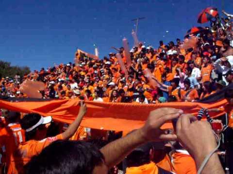 """""""Huracan Naranja, Previa de un Carnaval"""" Barra: Huracan Naranja • Club: Cobreloa"""