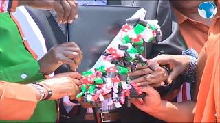 Raila hands over Mt Kenya's recommendations to the BBI team in Meru