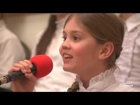 Песни батюшки в церкви