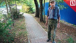Пенсионер сам строит дорогу в Светлогорске