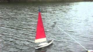 preview picture of video 'Le Dragon (voilier radio-commandé)'