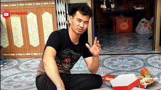 review-mut-tet-vua-buon-vua-cuoi-chuc-moi-nguoi-an-tet-vui-ve-va-khong-gap-phai-hoan-canh-nay