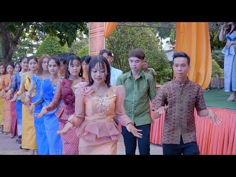ក្រុមស្វាយសៀមចាស់ច្រៀងរាំនៅវត្តតាមុឺន / Team Trà Vinh qua múa hát tại chùa Tà Mơn