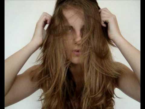 Majonesnaja die Maske für das Haar auf trocken oder feucht