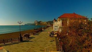 Так осенью на море в Крыму. Набережная Судака.