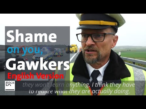 """""""Shame on you!"""" Policeman belittles gawkers after fatal truck accident"""