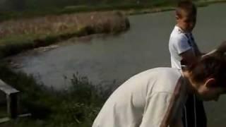 preview picture of video 'LowiskoBesko.pl - Karp 6kg 27.04.2011'