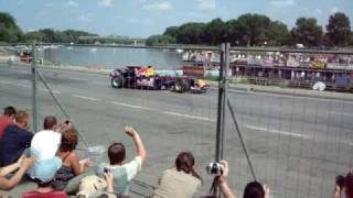 preview picture of video 'Red Bull street parade Szeged 2009.05.16. (Sebastian Vettel)'