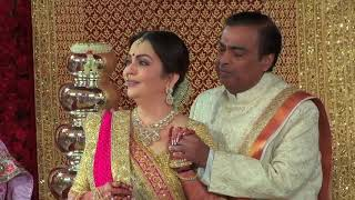 In a lovely gesture of love and affection for Isha Ambani and Anand Piramal, living legend Lata Mangeshkarji showered her blessings by recording a beautiful rendition of the Gayatri Mantra, a Ganesh stuti and a special message for the newlyweds in her own voice.   The recording was played during the wedding rituals of the couple on 12th December and added to the grace of the occasion.  The marriage was conducted as per the Gujarati traditions and the Hindu Vedic Rituals.   Lataji has recorded a rendition in her own voice after several years, making this Hindu Vedic invocation to the gods even more special. Before playing the recording, legendary thespian Shri Amitabh Bachchan gave a small introduction and explained the significance of the rendition by Lataji to the attending guests.