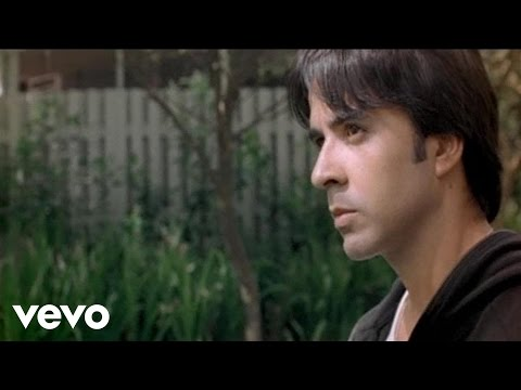 Luis Fonsi - No Me Doy Por Vencido (Official Music Video)
