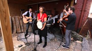 Abigail Washburn - Chains (Live in an Alley)