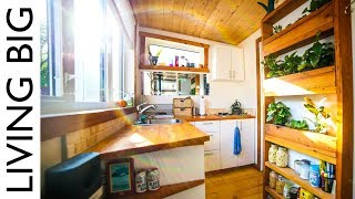 Firefighter's Earthship Inspired Off-Grid Urban Tiny House - Video Youtube