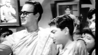 hum laaye hain toofan se (jagriti 1954) rafi   - YouTube
