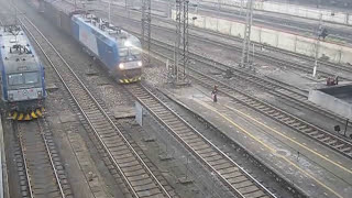 preview picture of video 'HXD1C, China Railway freight train 中国铁路'