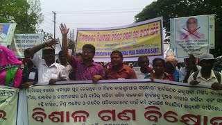 preview picture of video 'ER DEBASHISHA HOTA WITH 200 SUPPORTERS AT BHUBANESWAR DEMONSTRATION AGAINST LAND GRABBING'