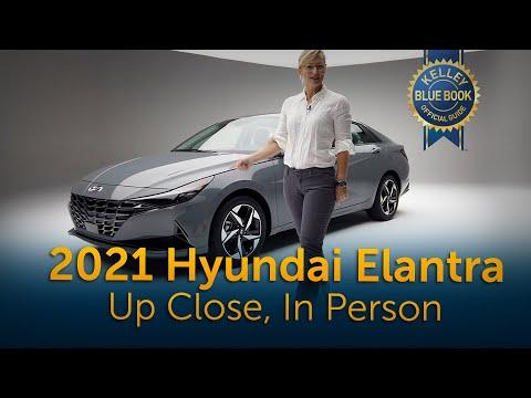 External Review Video 8jQO_nJ-Zpc for Hyundai Elantra & Elantra Hybrid Compact Sedan (7th-gen, CN7, 2021)